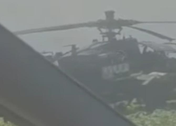 Elicopter militar american aterizat în câmp. Niște români i-au întrebat dacă le trebuie gaz  / Sursă foto: Captură YouTube