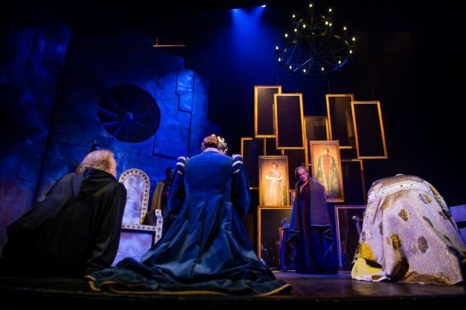 """""""Henric al IV-lea""""de Luigi Pirandello, spectacol între mască și anti-mască. Premieră la Teatrul Odeon"""