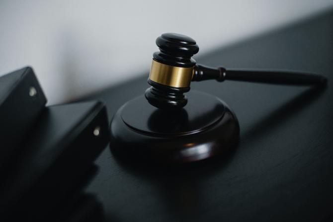 Inculpat arestat în lipsă după ce ar fi încercat să determine uciderea jurnalistului Dragoș Boța. Decizia Tribunalului Timiș