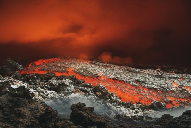 Congolezii au fugit în Rwanda din calea infernului. Lava vulcanului Nyiragongo a ajuns la marginea orașului Goma  /  Sursă foto: Pixbay