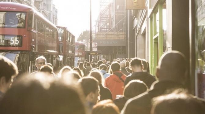 Cetăţenii UE îşi păstrează aceleaşi drepturi de a trăi, a munci şi a beneficia de securitate socială în Marea Britanie după Brexit dacă au locuit în această ţară înainte de 31 decembrie 2020
