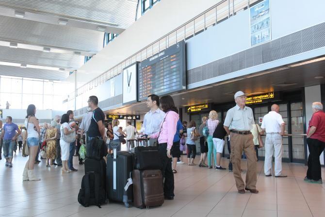 Românii care se întorc din una dintre ţările aflate pe lista galbenă vor intra în carantină sau izolare timp de 14 zile
