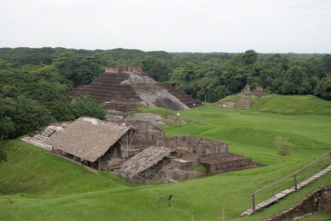 Pixabay / Piramidele mayașe amenințate de construcții noi