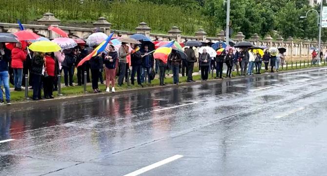 Protest la Curtea Constituțională a României pentru abrogarea Legii 55/2020 / Sursă foto: Captură Facebook