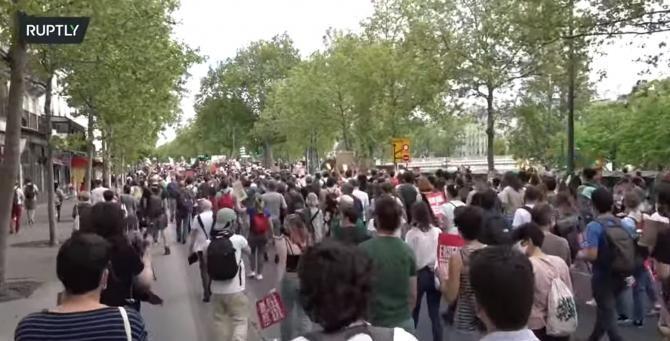 Proteste în Franța. Zeci de mii de oameni au ieșit pe străzi contra schimbărilor climatice / Captură Video RT YouTube
