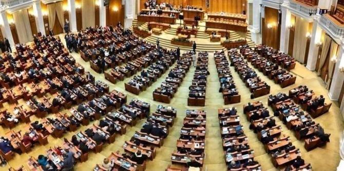 Parlamentari, salariul minim pe economie / Foto: Parlamentul României