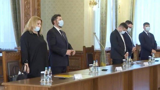 Diana Șoșoacă a purtat masca de hârtie o singură dată, și atunci incorect