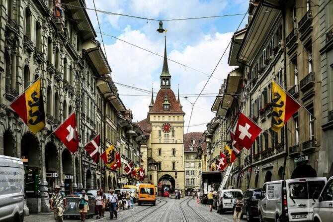 Tensiuni UE - Elveţia. Berna a pus capăt negocierilor privind un acord cadru. Bruxellesul regretă decizia