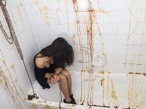 Pixabay / Studentă torturată de bărbatul alături de care avea o aventură. Soția acestuia aflase