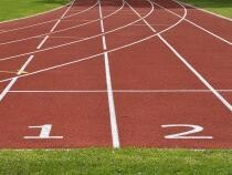 Pixabay / Un cameraman îi depășește pe participanții unei curse de alergare