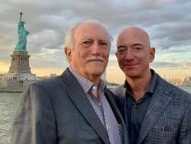 Zeci de mii de oameni vor ca Jeff Bezos să nu se mai întoarcă niciodată din spațiu: Își dorește să domine omenirea   /   Sursă foto: Instagram Jeff Bezos