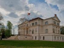 Peste 10.000 de turişti au vizitat Domeniul Regal Săvârşin după 1 mai. La finalul lui iunie se va deschide şi Atelierul Auto al Regelui Mihai