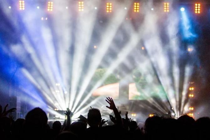 Pixabay / Elevii cu 10 la BAC vor intra gratis la festivalurile Untold și Neversea
