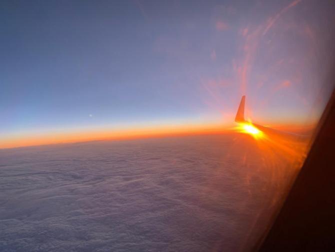 4. -imagine fara descriere- (4-avion_94518100.jpg)