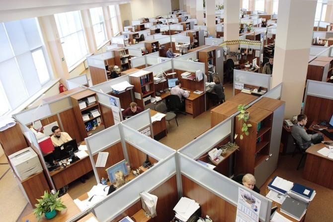 """Românii nu se simt în siguranță la muncă. Barometru: """"33% se simt epuizați"""". Provocările muncii de acasă / Foto: Pixabay"""