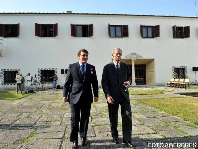 Atelierul Auto al Regelui Mihai, în curând deschis vizitatorilor de la Domeniul Săvârşin