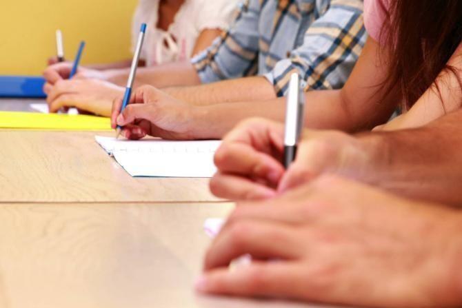 Bacalaureat 2021. Peste 133.000 de absolvenţi de liceu susțin luni proba scrisă la Limba şi literatura română