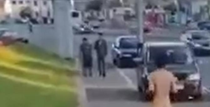 """Un bărbat aleargă """"gol pușcă"""" pe străzile din Oradea. Caz similar în București  / Sursă foto: Captură foto"""