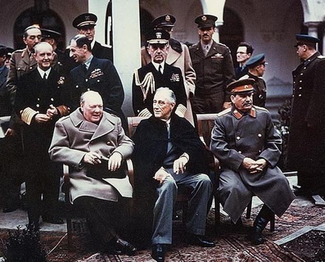 2. Winston Ch... (churchill-roosevelt-stalin-conferinta-de-la-ialta_09176100.jpg)