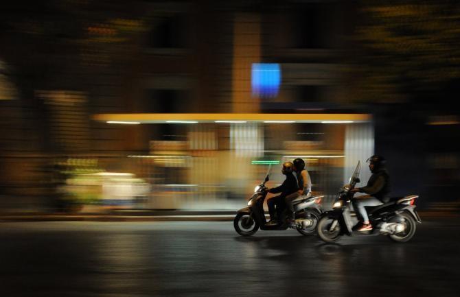 Copil de 2 ani din Vâlcea, accidentat de un minor de 14 ani care conducea un moped / Foto: Pixabay