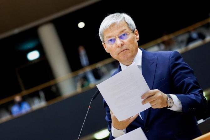 Europarlamentar, după ce Cioloș a votat că și bărbații pot naște / Foto: Facebook Dacian Cioloș