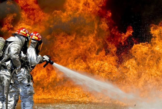 A reizbucnit incendiul la depozitul de deșeuri periculoase din Brazi  /  Foto cu caracter ilustrativ: Pixabay