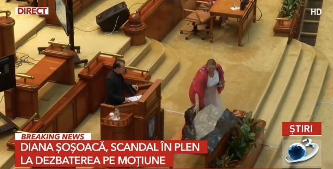 foto Antena 3/ Diana Șoșoacă, scandal în Parlament