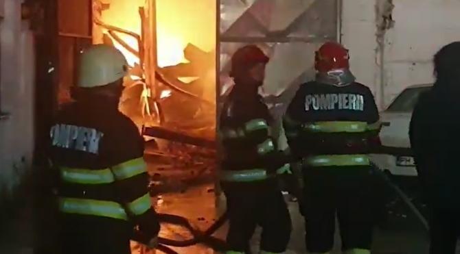 Explozie la un depozit de deșeuri periculoase din Parcul Industrial Brazi. Un bărbat ar fi blocat în hală  /  Sursă foto: Captură YouTube