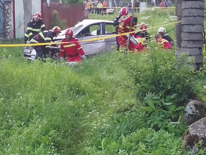 O femeie a murit după ce maşina pe care o conducea a fost lovită de un tren / Foto: Facebook ISU Mureș