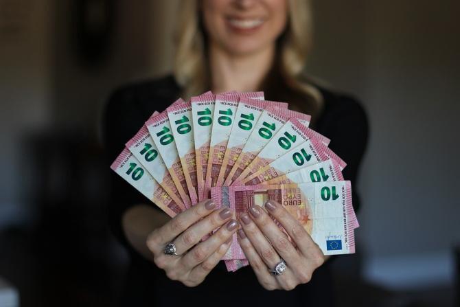Germania le oferă oamenilor 1.200 de euro lunar / Foto: Pixabay