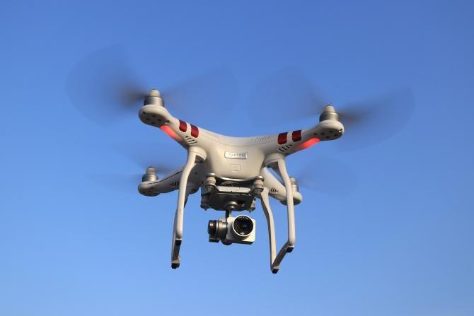 Israelul a dezvăluit un nou laser capabil să ardă dronele în zbor / Sursă foto: Pixbay