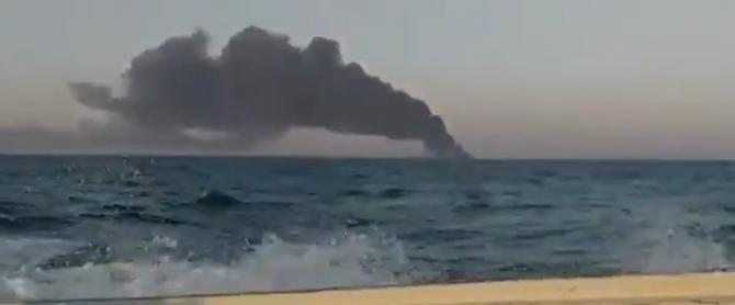 O mare navă iraniană a luat foc și s-a scufundat în circumstanțe neclare  /  Sursă foto: Captură Twitter
