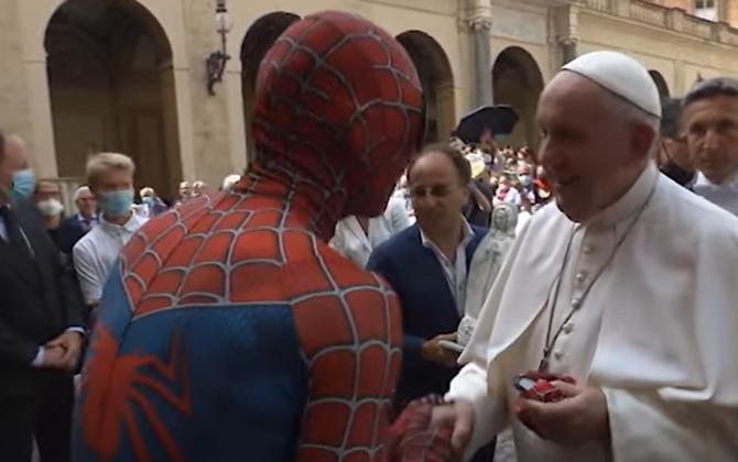 Spiderman a fost în audiență la Papa Francisc / Sursă foto: Captură YouTube