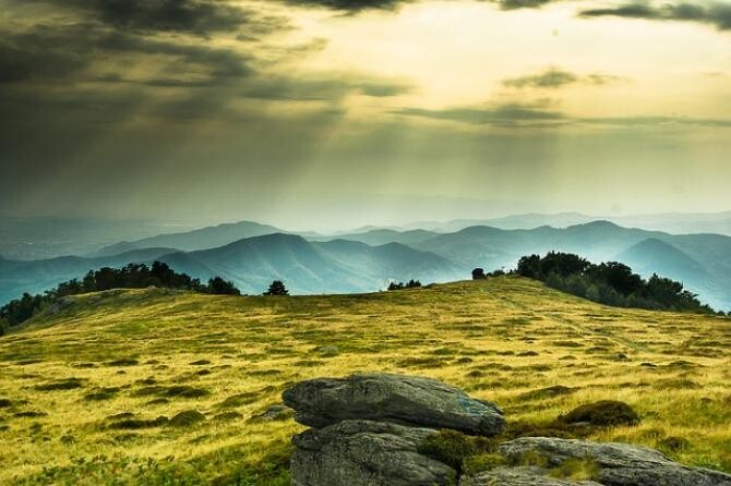 Peisaj din România, apus în munți/ foto pixabay