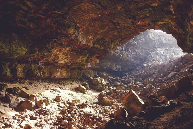 Foto ilustrativ - peșteră / Imagine de Free-Photos de la Pixabay