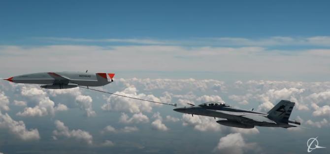 Premieră. Armata SUA foloseşte o dronă pentru realimentarea cu carburant a unui avion în zbor / Captură video Boeing YouTube