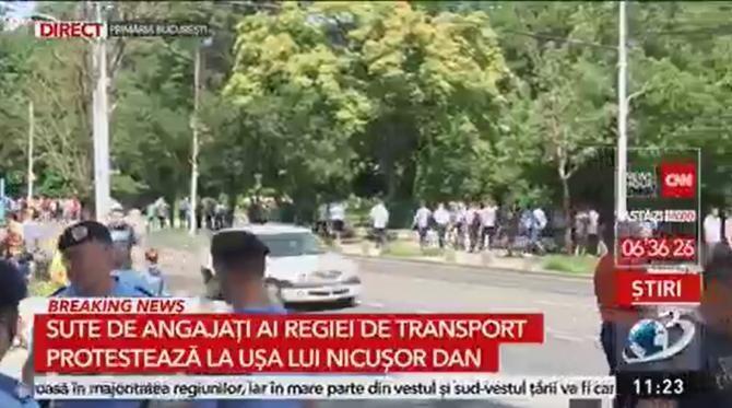 Protest al angajaților STB la ușa lui Nicușor Dan  /  Sursă foto: Captură Antena 3