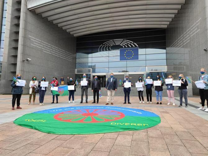 PROTEST în fața Parlamentului European / Foto: Facebook Marius Tudor