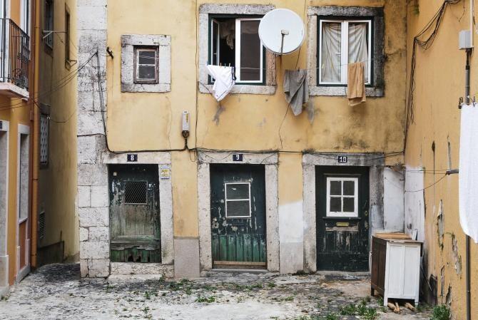 Pexels / Mai mulți români care munceau în Olanda au fost găsiți locuind în condiții mizere