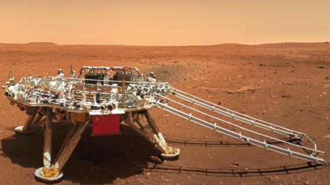 Roverul chinez Zhurong a surprins imagini spectaculoase cu suprafața Planetei Marte  /  Sursă foto: Captură Youtube