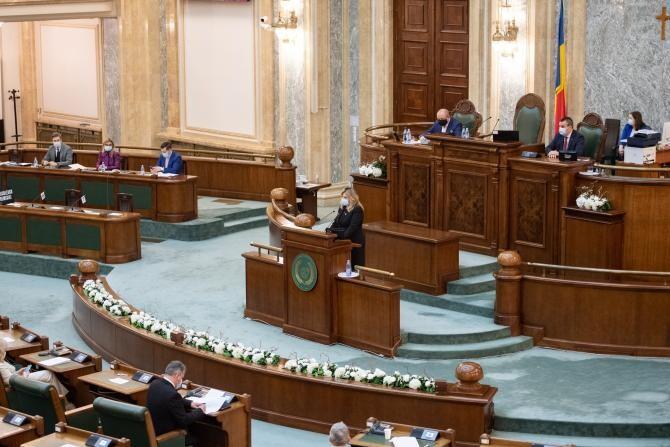 Pensie de serviciu, lege adoptată de Senatul României / Foto: Facebook