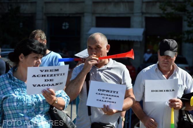Sindicaliștii feroviari, protest în faţa Ministerului Transporturilor. Lista revendicărilor