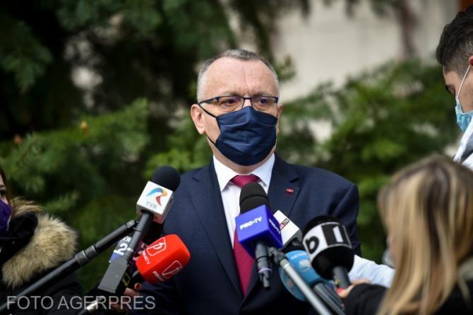 """Sorin Cîmpeanu trimite Corpul de Control la Școala """"George Bacovia"""""""