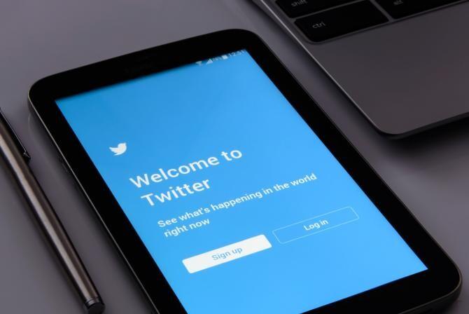 Contul de Twitter al scriitoarei Naomi Wolf, suspendat / Foto: Pixabay