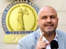 """Emanuel Ungureanu este invitat la DC NEWS TV, în emisiunea """"Ce se întâmplă"""", moderată de Răzvan Dumitrescu."""