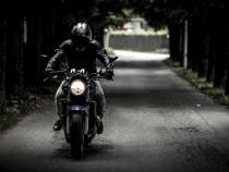 Un motociclist a murit după ce s-a izbit de un indicator rutier pe DN 1  /  Foto cu caracter ilustrativ: Pixabay