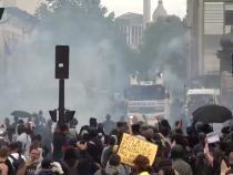 Proteste masive în Franța contra restricțiilor și a 'Paşaportului sanitar extins'. Macron și Castex, luați la țintă / Captură Video: Ruptly YouTube