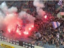 Sărbătoare în Oltenia, după FCU Craiova - Dinamo. Fanii celor două echipe, la un pas de bătaie generală / Captură Video Football Recorder YouTube