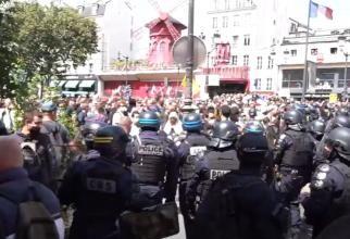 Proteste masive în Franța contra restricțiilor și a 'Paşaportului sanitar extins'. Macron și Castex, luați la țintă / LIVE VIDEO