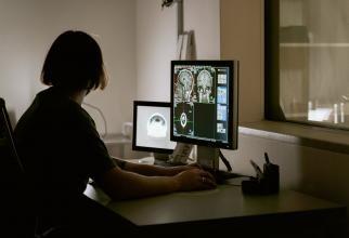 Radiografiile, periculoase pentru om? Mit spulberat de Sorin Repanovici. Comparaţie între un pilot de avion şi un om obişnuit